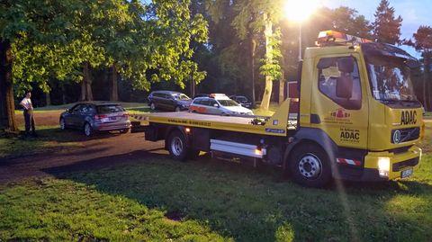 Der Audi ließ sich nicht bewegen. Zum Glück gab es genügend Raum für den Abschleppwagen.