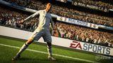 """Fifa 18  Mit """"Fifa 17"""" bekam die Fußballsimulation im vergangenen Jahr nicht nur eine neue Engine spendiert, sondern erstmals auch einen Karrieremodus. Bei """"Fifa 18"""" konzentriert sich EA nun auf den Feinschliff: Die Animationen sollen flüssiger sein, die Grafik wird aufpoliert und der Karrieremodus bekommt ein neues Kapitel. Und statt Marco Reus prangt nun Cristiano Ronaldo auf dem Cover - nach der letzten Saison dürfte das niemanden überraschen."""