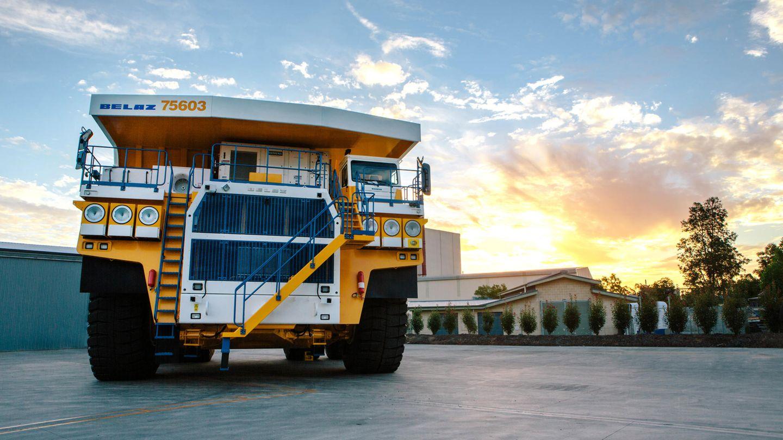 Der weißrussische Hersteller Belaz mischt im Konzert der großen Trucks ordentlich mit. Der 75600 ist 15,5 Meter lang, 9,45 breit und 7,47 hoch. Er schleppt bis zu 360 Tonnen in seiner überdimensionalen Mulde. Platz 5 im Ranking. Zur Reihe des 75600 gehören auch die Modelle 75601, 75602 und 75603.