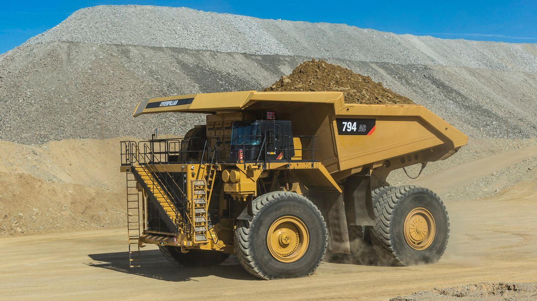 Auf Platz 10 landet der Caterpillar 794 AC. Mit gewaltigen 3548 PS stemmt er bis zu 291 Tonnen auf seinem Rücken. Der neueste Off-Highway Truck von Caterpillar ist erst seit September 2016 auf dem Markt.