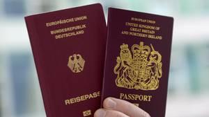 Die Einbürgerung nach Deutschland wird bei Briten beliebter. Eine Rekordzahl hat 2016 den deutschen Pass beantragt.
