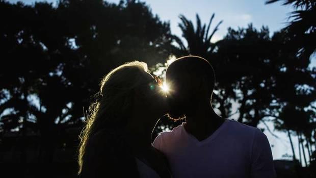 Mareile und Jonas haben sich auf einer Dating-Plattform kennengelernt und viele Wochen gechattet, bevor sie sich trafen