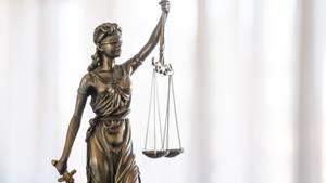 Ein Gericht hat die Staatsanwaltschaft von Caltagirone zehn Jahre nach einem Mord auf Sizilien schuldig gesprochen