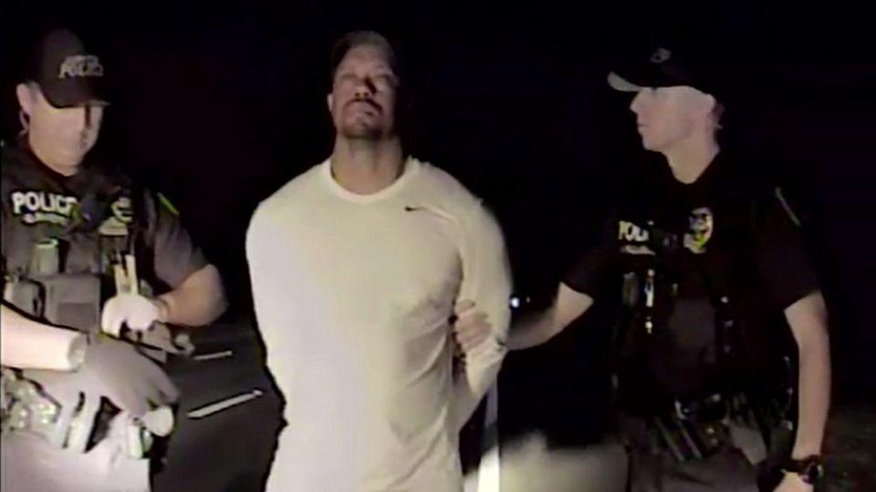 Tiger und Streife: Polizeibilder aus der Nacht der Festnahme.