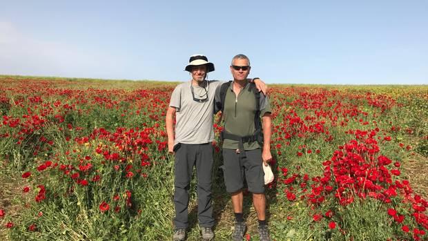 Unterwegs in Israel: Dan Ariely (l.) in Gesellschaft eines Wandergefährten