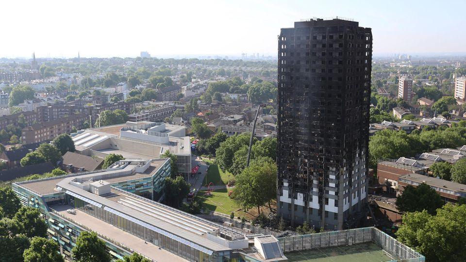 Das Londoner Hochhaus Grenfell Tower am Tag nach dem Inferno: Hier lebten 400 bis 600 Menschen