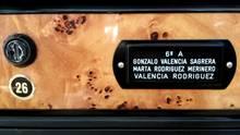 """Der Name """"Rodriguez"""" ist auf einem Namensschild an einem Briefkasten zu lesen"""