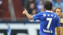 """Fußballspieler """"Raúl"""" im Trikot des FC Schalke 04"""
