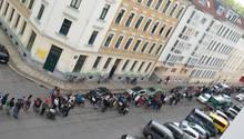 Anstehen für die Kita, hier Mitte Mai in Leipzig: Die Eltern ahnen, der Platz könnte nicht für alle reichen
