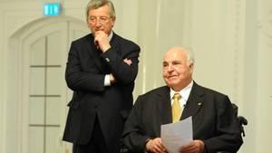 Jean-Claude Juncker und Helmut Kohl 2009 beim Hanns-Martin-Schleyer-Preis für den Verdienst um die deutsche Einheit