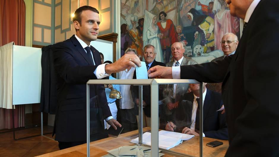 Emmanuel Macron: Frankreichs Staatspräsident bei der zweiten Runde der Parlamentswahl