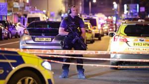 Die Polizei hat den Ort des Zwischenfalls im Stadtteil Finsbury Park abgeriegelt