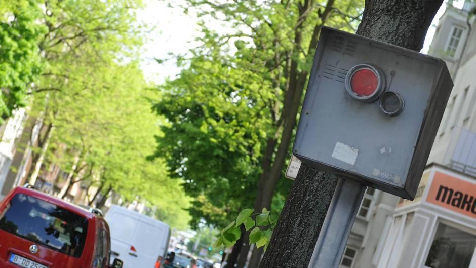 Betrunkener Radfahrer stürzt in Metallstück