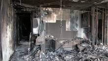 Die Etagen sind vollständig ausgebrannt, hier ist das Gerippe eines Badezimmers zu erkennen