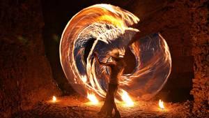 """""""Es war gar nicht so leicht, den Feuerkünstler bei seiner Performance mit dem brennenden Seil einzufangen. Fast alle Bilder, die ich von ihm schoss, waren wegen der schwierigen Lichtverhältnisse unbrauchbar. Umso glücklicher bin ich, dass dieses die Dynamik seiner Darbietung perfekt erfasst.""""      Mehr Fotos vonSchwarze-artin derVIEW Fotocommunity      Aktionen und Informationen aus der VIEW Fotocommunity aufFacebookoderTwitter"""