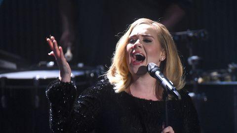 """Cultural Appropriation: Nach Shitstorm gegen die Sängerin: Tom Hanks' Sohn wendet sich an Adele - """"Ruf mich an!"""""""