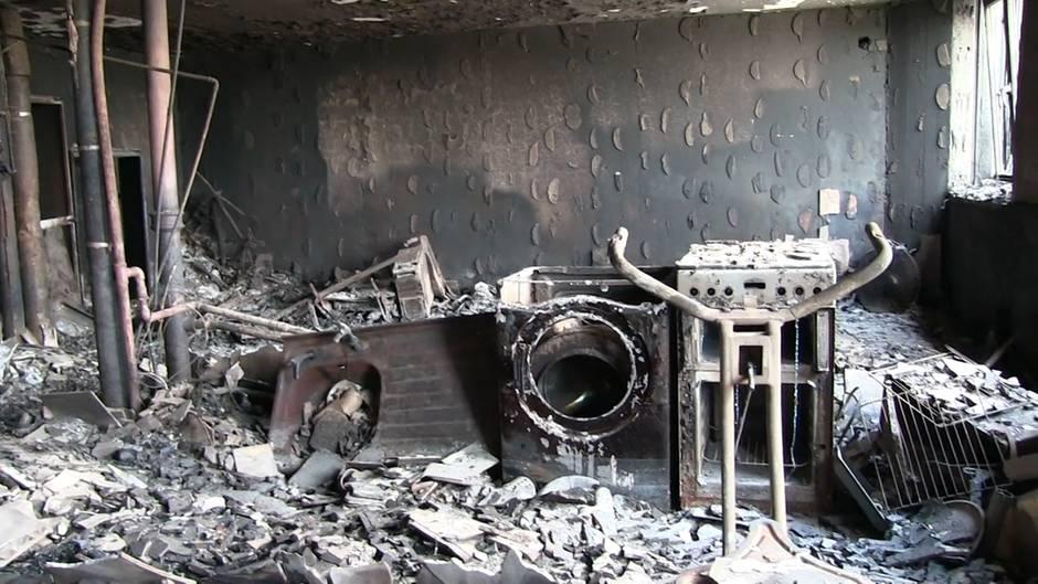 Hochhausbrand in London: Nichts als Trümmer und Asche: Polizei zeigt Aufnahmen aus dem Grenfell Tower