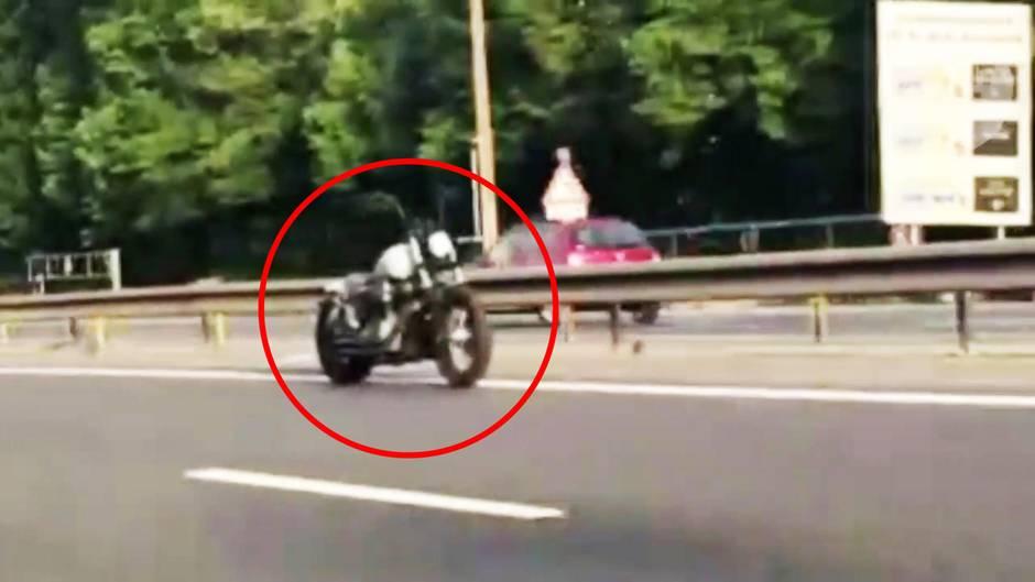 Gruselige Irrfahrt: Fahrendes Motorrad ohne Fahrer lässt Paris rätseln