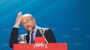 Martin Schulz, SPD-Kanzlerkandidat, schaut skeptisch