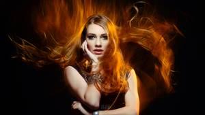 Frau im Feuer