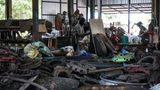 Recycling aus religiösen Gründen: Aus Altmetall werden durch die Handwerkskunst Tempelwächter.