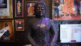 In der Werkstatt von Ban Hun Lek werden nicht nur Tempelwächter, sondern auch Buddhafiguren aus recycelten Metall hergestellt.