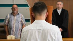 Ismet S. steht vor dem Richter des Kriminalgerichts.
