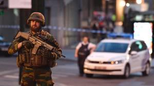 Militär und Polizei sicherten den Bahnhof nach der Explosion