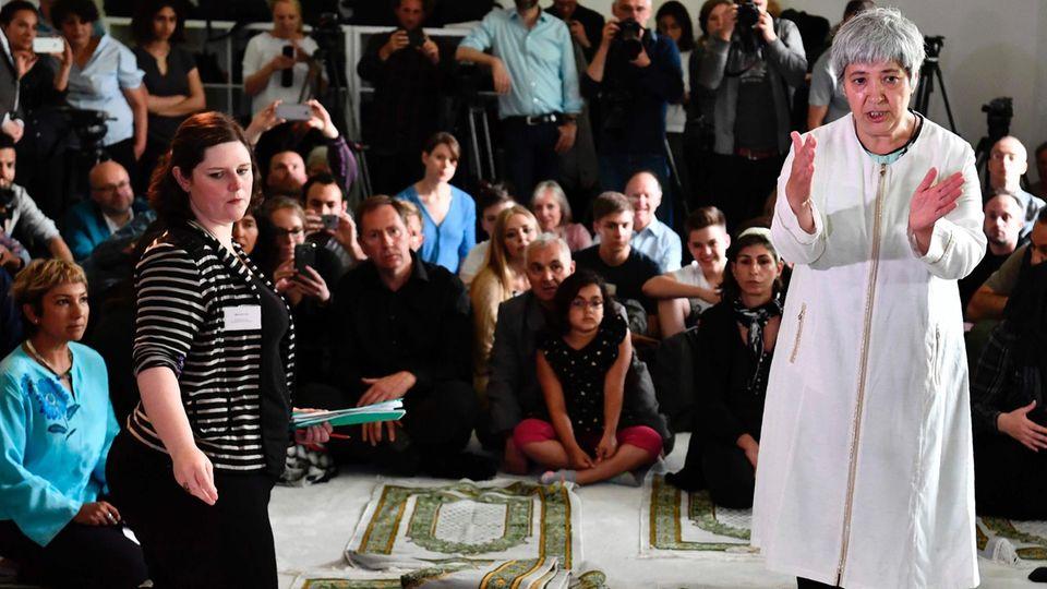 Seyran Ates bei der Eröffnung der liberalen Ibn-Rush-Goethe-Moschee in Berlin-Moabit