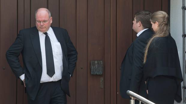 Walter Kohl vor dem Haus des Altkanzlers Helmut Kohl