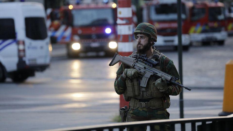 Soldat, Maschinengewehr, Blaulicht - alles schon gesehen. Brüssel nach dem vereitelten Anschlag am 20. Juni