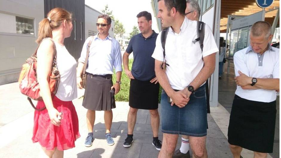 Kurze Hosen nicht gestattet: Angestellter kommt im Kleid zur Arbeit