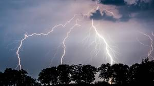 Tornados, Sturmböen, Starkregen Behörden warnen vor Schweren Unwettern - hier kracht's besonders hefti