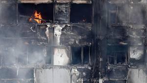 Bei dem Brand im Grenfell Tower sind nach offiziellen Angaben mindestens 79 Menschen gestorben