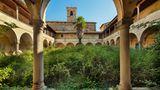 Biotop im Innenhof: Dieses Kloster hat zuletzt als medizinische Einrichtung gedient.