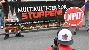 """Nö, nicht """"Multikulti-Terror stoppen"""", sondern Gelder für die NPD stoppen, hat die Bundesregierung entschieden"""