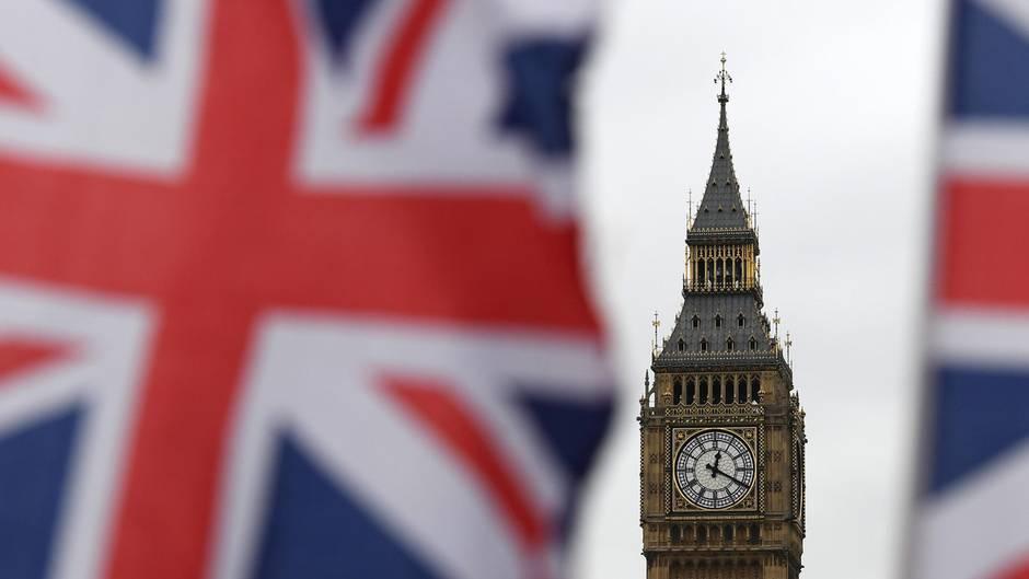 Britische Flaggen vor dem Big Ben: EU-Bürger dürfen auch nach dem Brexit bleiben