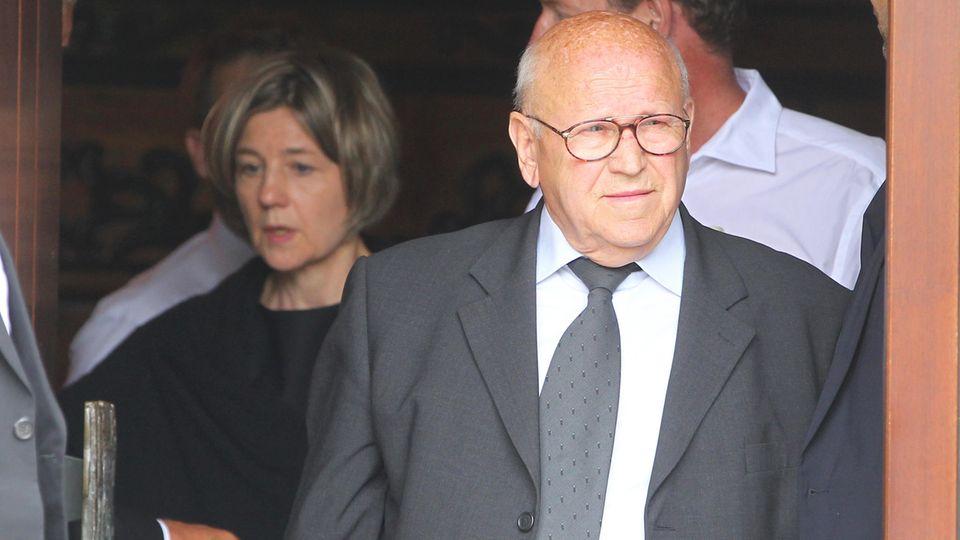 Helmut Kohl: Sein langjähriger Fahrer Eckhard Seeber verlässt den Bungalow in Oggerhsheim nach seinem Kondolenzbesuch