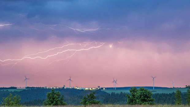 Unwetterfront zieht über das Erzgebirge