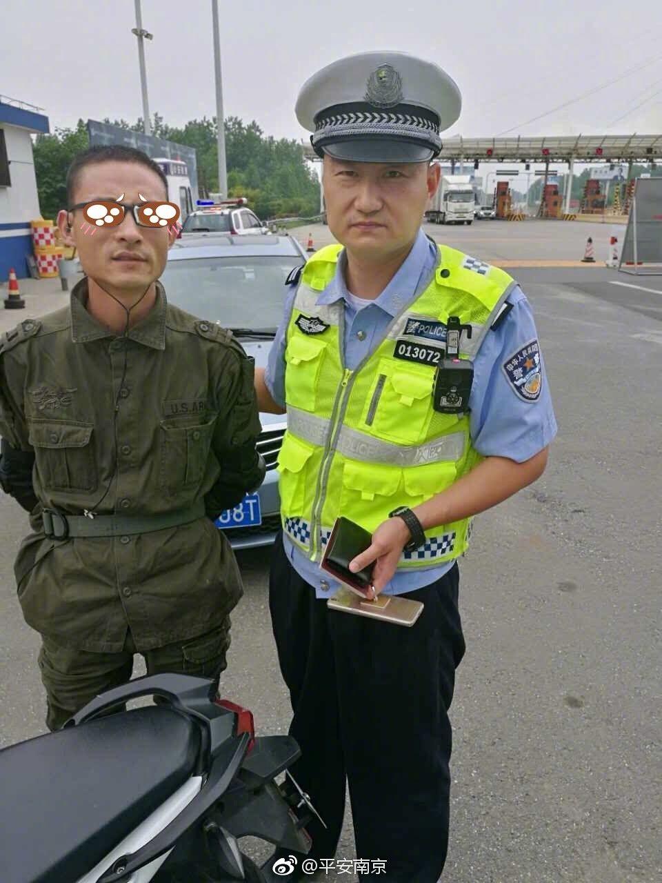 Ein gewitzter Verkehrssünder, der an den Polizisten scheitern musste. Die Verfälschung stammt von der chinesischen Polizei.