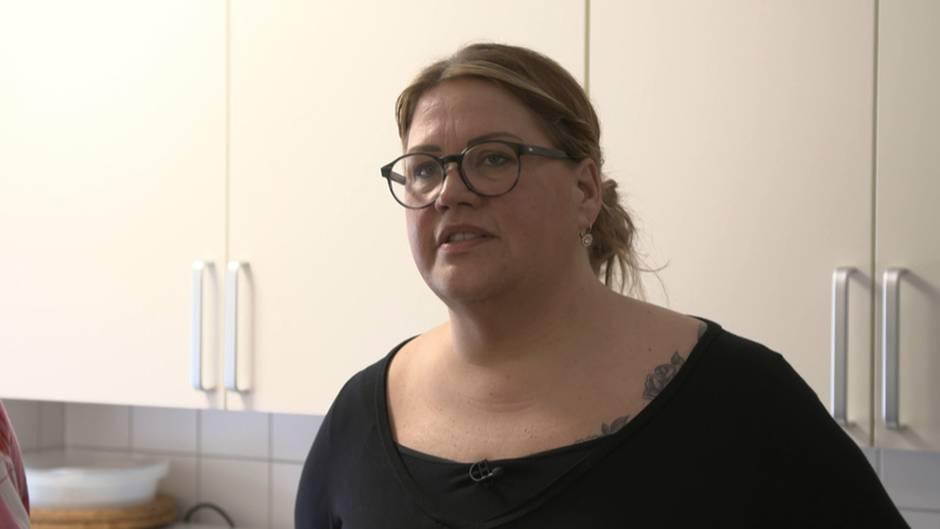 Leben in der Platte: Ilka Bessin besucht sozialen Brennpunkt in Halle-Neustadt