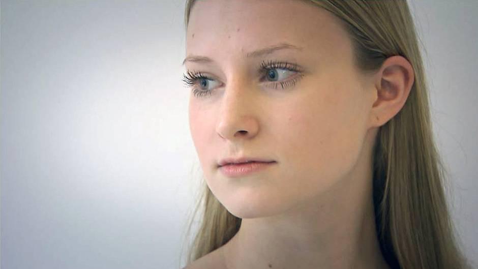 Julia beim Probeshooting: Sie ist eine von sechs auf der Straße gecasteten Models.