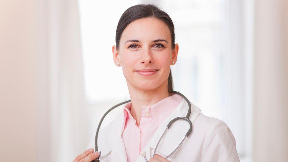 Ein guter Arzt oder eine gute Ärztin nimmt sich Zeit und begegnet dem Patienten auf Augenhöhe