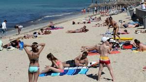 Mallorca-Touristen am Strand
