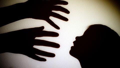 Russland: Ein Mann aus Komsomolsk am Amur soll seine Adoptivtöchter mindestens 729 Mal vergewaltigt haben (Symbolbild)