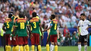Rote Karte gegen Kamerun
