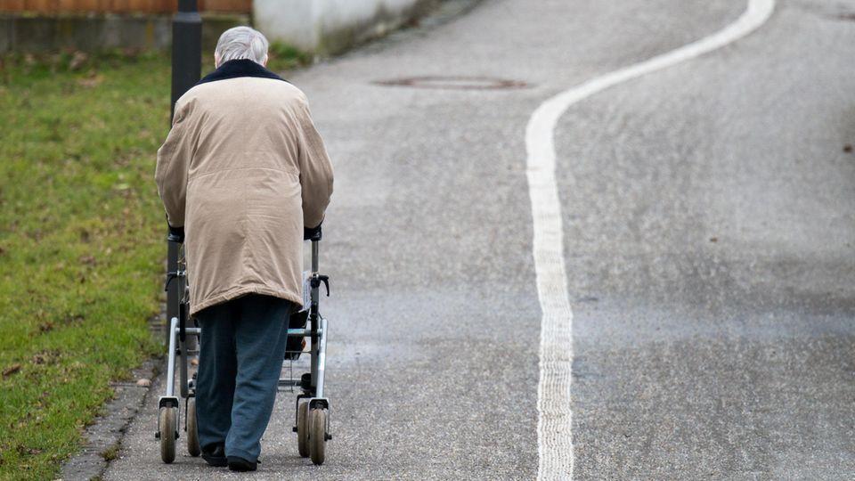 Altersarmut trifft besonders alleinstehende Frauen