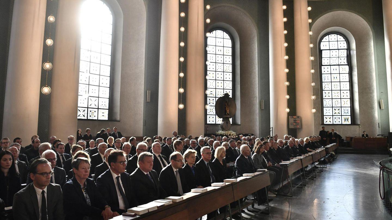 Die Totenmesse für Helmut Kohl in der Hedwigskathedrale in Berlin. Unter den Gästen befindet sich auch Kanzlerin Angela Merkel.