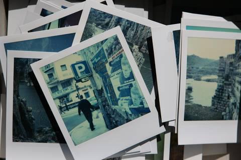 Nachrichten aus Deutschland: Mann bestellt Smartphone und erhält Paket mit 200 Fotos