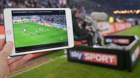Bislang übertrug der Bezahlsender Sky die Bundesliga exklusiv komplett live. Ab der kommenden Saison ändert sich das.